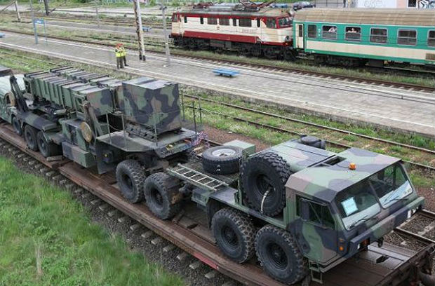 Patriot_ground-to-air_defence_missile_System_of_US_Army_arrives_in_Poland_001