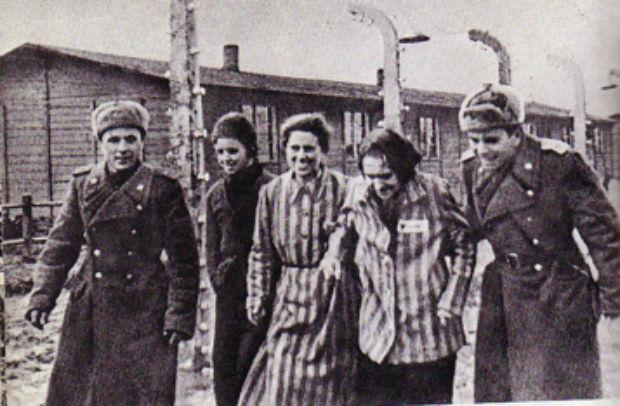 27-gennaio-1945-larmata-rossa-spalancava-i-cancelli-del-campo-di-concentramento-di-auschwitz