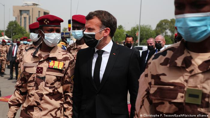 La Francia esclusa dai sottomarini perde 30 mld, l'ira di Macron