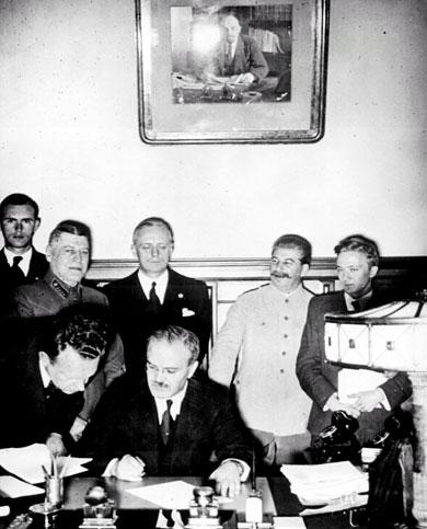 Ribbentrop al Cremlino con Stalin