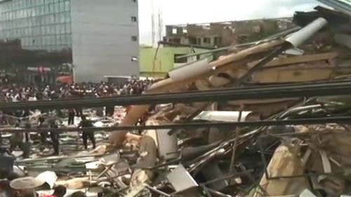Dramma in ghana crolla un centro commerciale di 6 piani for Piani del centro di intrattenimento della fattoria